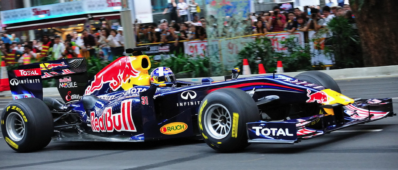 coulthard_singapore2011-1680x720