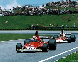 Regazonni Leading Fittipaldi—Sao Paulo 1975